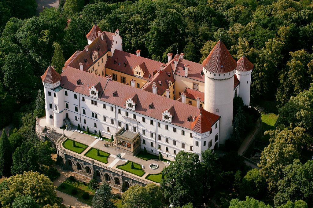 Замок Конопиште - достопримечательность Чехии - Что посмотреть в Чехии.