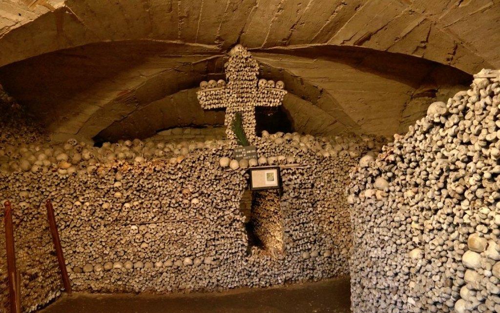 Костница в храме Святых Петра и Павла в городе Мельник.