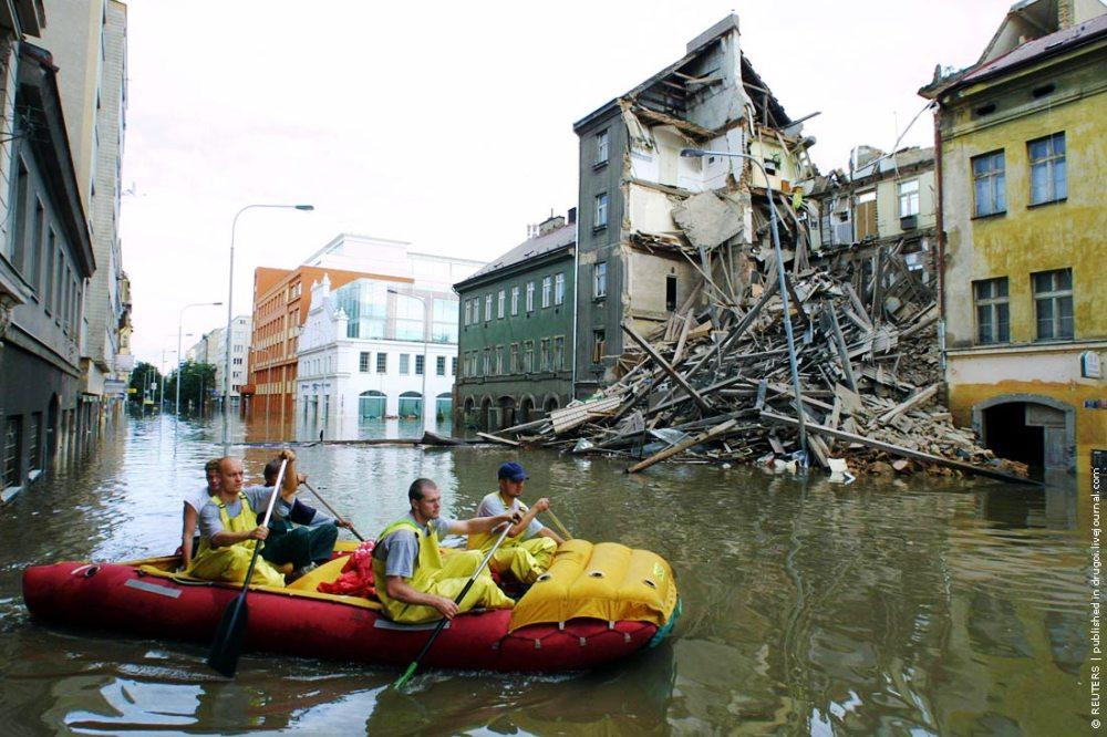 Наводнение в Праге, городской район Карлин, ул. Кржижикова (ulice Křižíkova, Karlín, Praha 8).