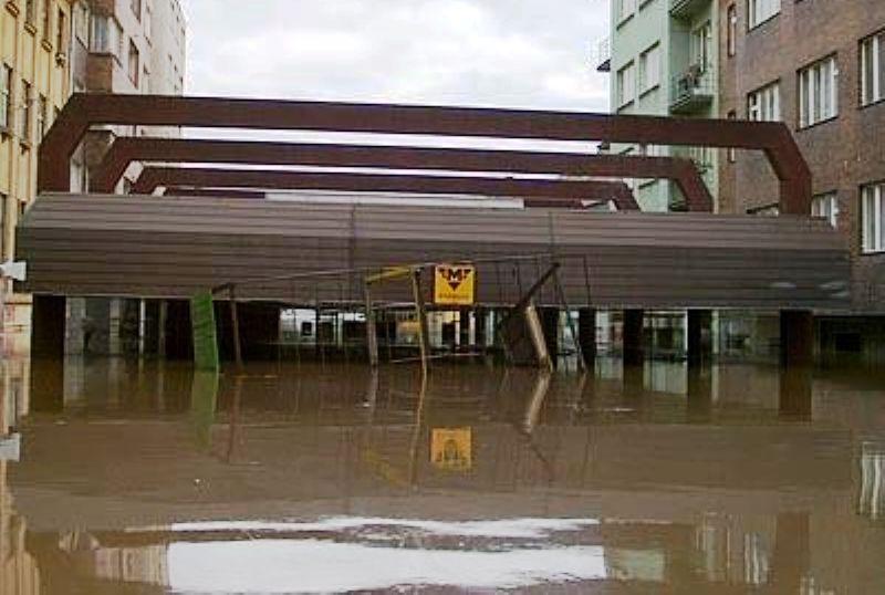 Наводнение в Праге (станция метро), 2002 год.