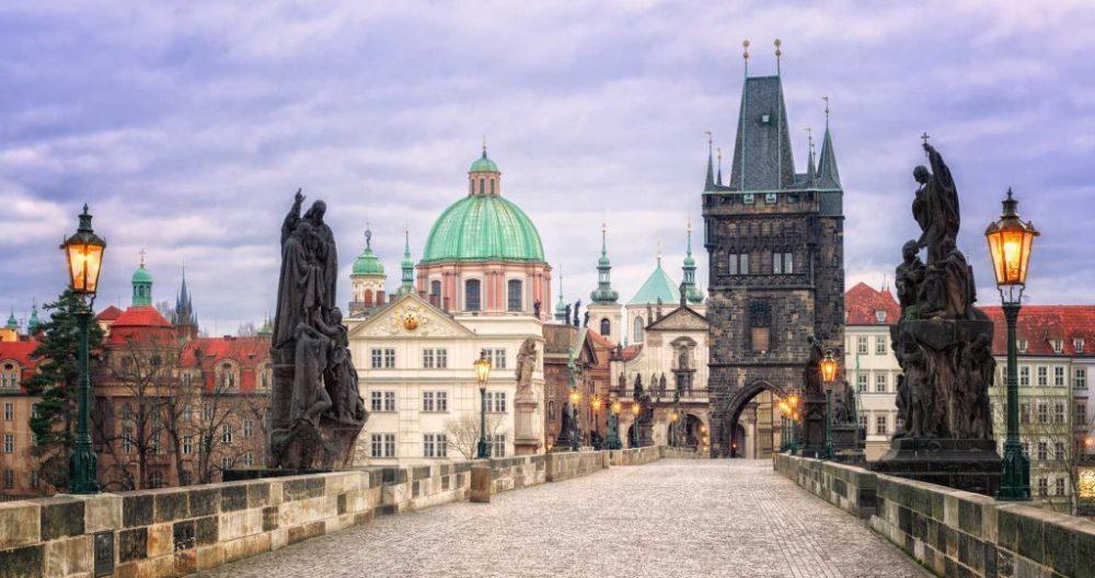 Ян Непомуцкий, Карлов мост - Достопримечательности Праги, Чехия.