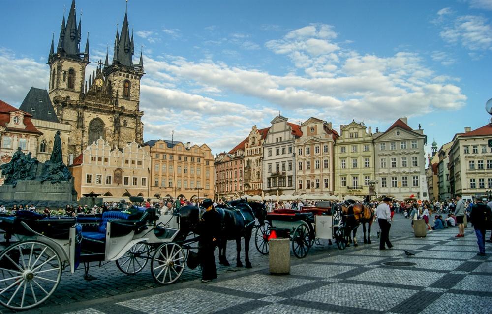 Достопримечательности Чехии. Прага, Староместская площадь, церковь Девы Марии перед Тыном.