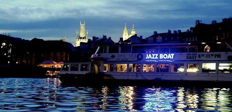 Джаз-корабль на Влтаве в Праге.