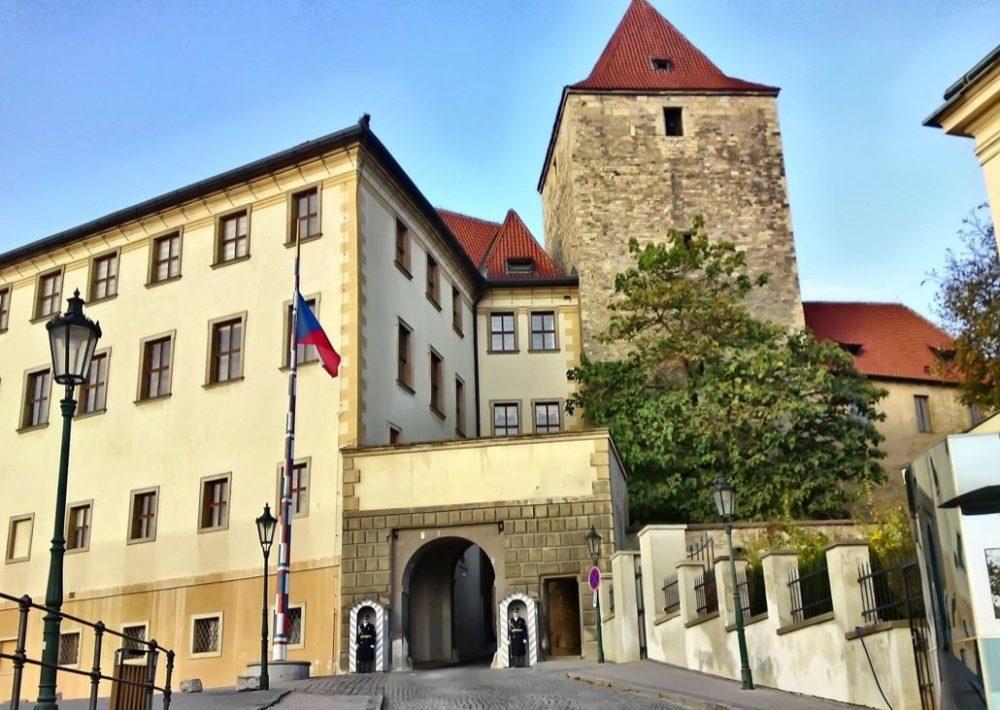 Черная башня Пражского Града - башни Пражского Града.