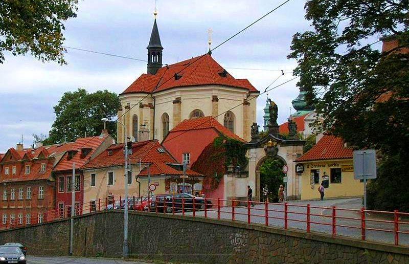 Ворота Страговского монастыря с площади Погоржелец.