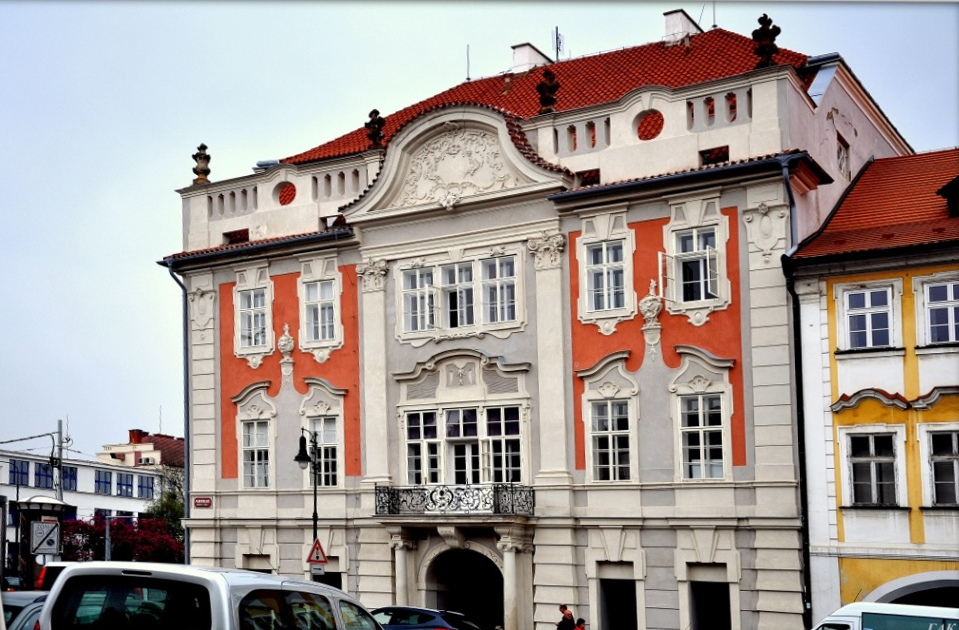 Дворец Кучеры на площади Погоржелец в Праге.