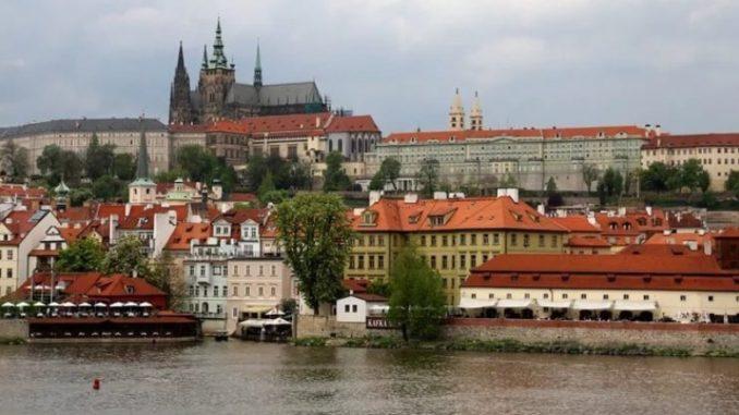 Прага – настоящая жемчужина среди европейских столиц (вид на Градчаны и Пражский Град).
