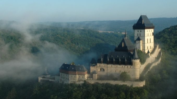 Замок Карлштейн в Центральной Чехии.