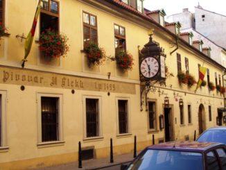 """Пивной бар """"У Флеку""""— это старейшая пивная Праги и настоящее достояние Чехии."""