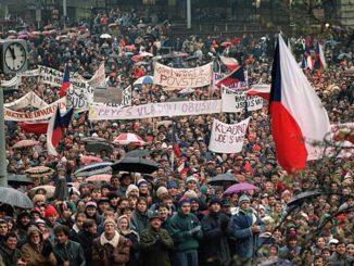 Бархатная революция в Чехословакии.