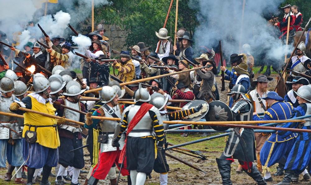 Битва у Белой горы. Ежегодная реконструкция событий 8 ноября 1620 года в Праге на Белогорской равнине.