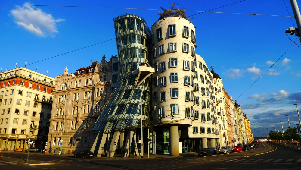 Танцующий дом на набережной Влтавы