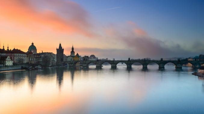 Влтава - река в Чехии.